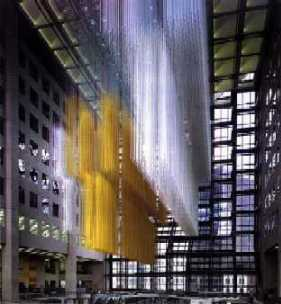 "Jes�s Rafael Soto. ""Volumen virtual suspendido"". Aluminio y nylon. 30 x 18 metros. Royal Bank of Canada."
